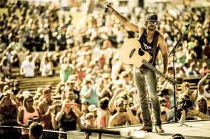 Thomas Rhett performs Sunday at Washington State University.