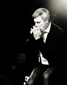 Taylor Hicks performs the Clearwater River Casino on Saturday.