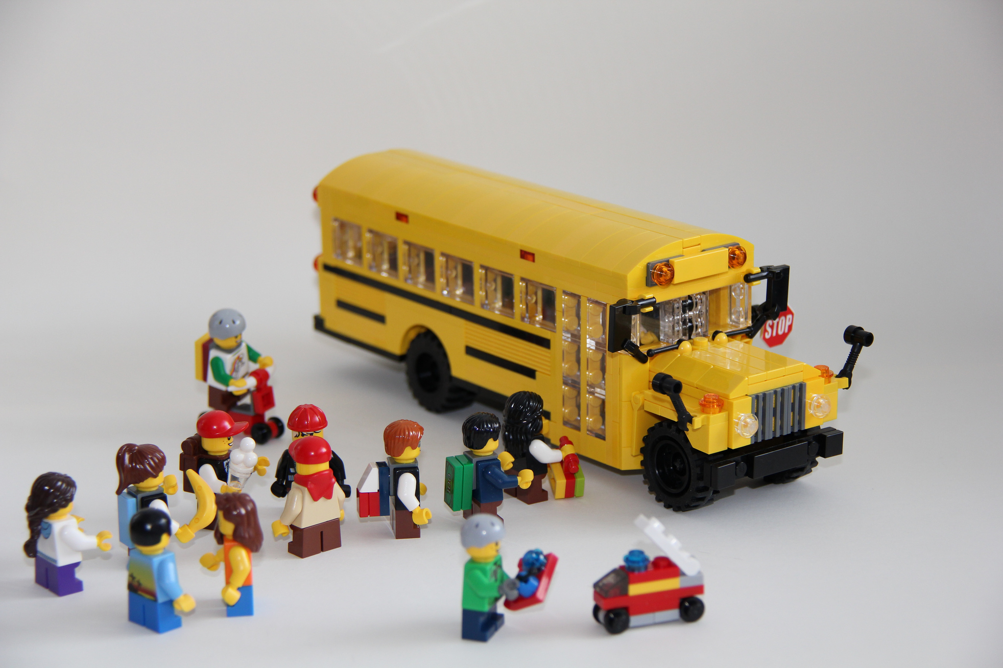LEGO-School-Bus-by-Legohippie | Inland 360