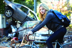 "This photo provided by Sony Pictures Entertainment shows Chloe Grace Moretz as Cassie Sullivan in a scene from the Columbia Pictures release, ""The 5th Wave."" The movie opens in U.S. theaters on Jan. 22, 2016. (Chuck Zlotnick/Sony/Columbia Pictures via AP)"