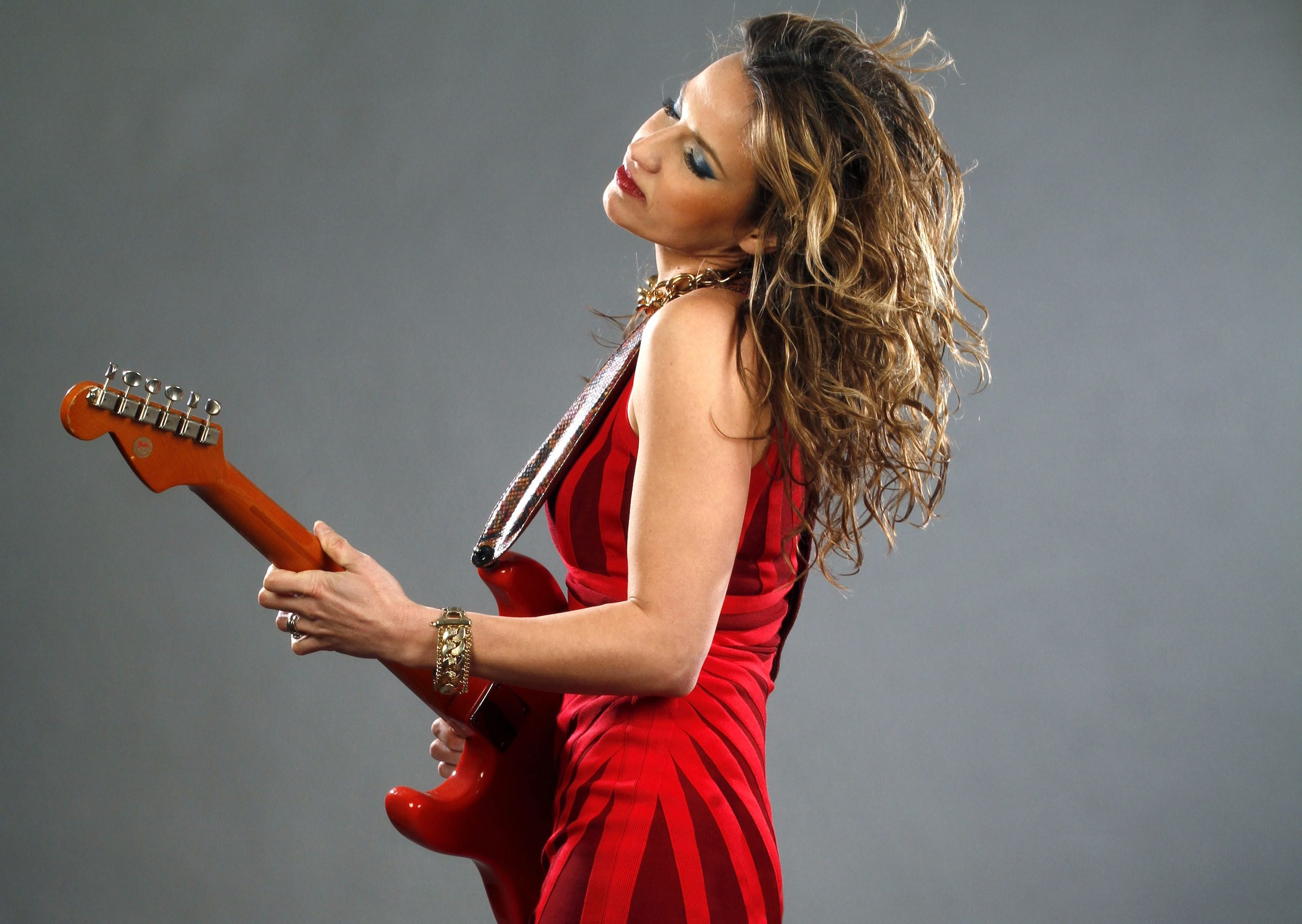 World-renowned Ana Popovic brings her blues guitar sounds to