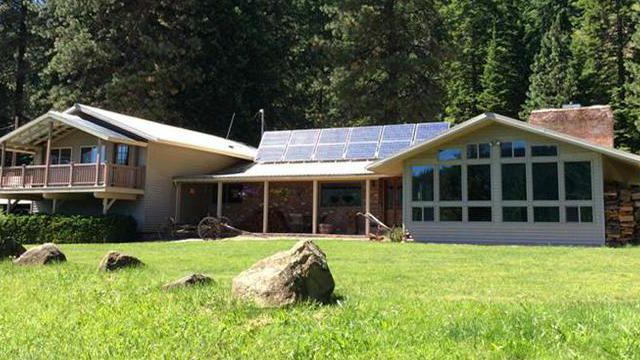 """TV's """"Unplugged Nation"""" stops in Orofino for lesson in off-grid living"""