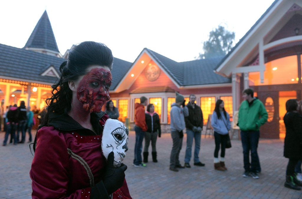 An employee in costume entertains the crowd waiting in line at Silverwood Theme Park's annual Halloween celebration, Scarywood, held during the month of October. (Photo Jesse Tinsley, Spokesman Review)