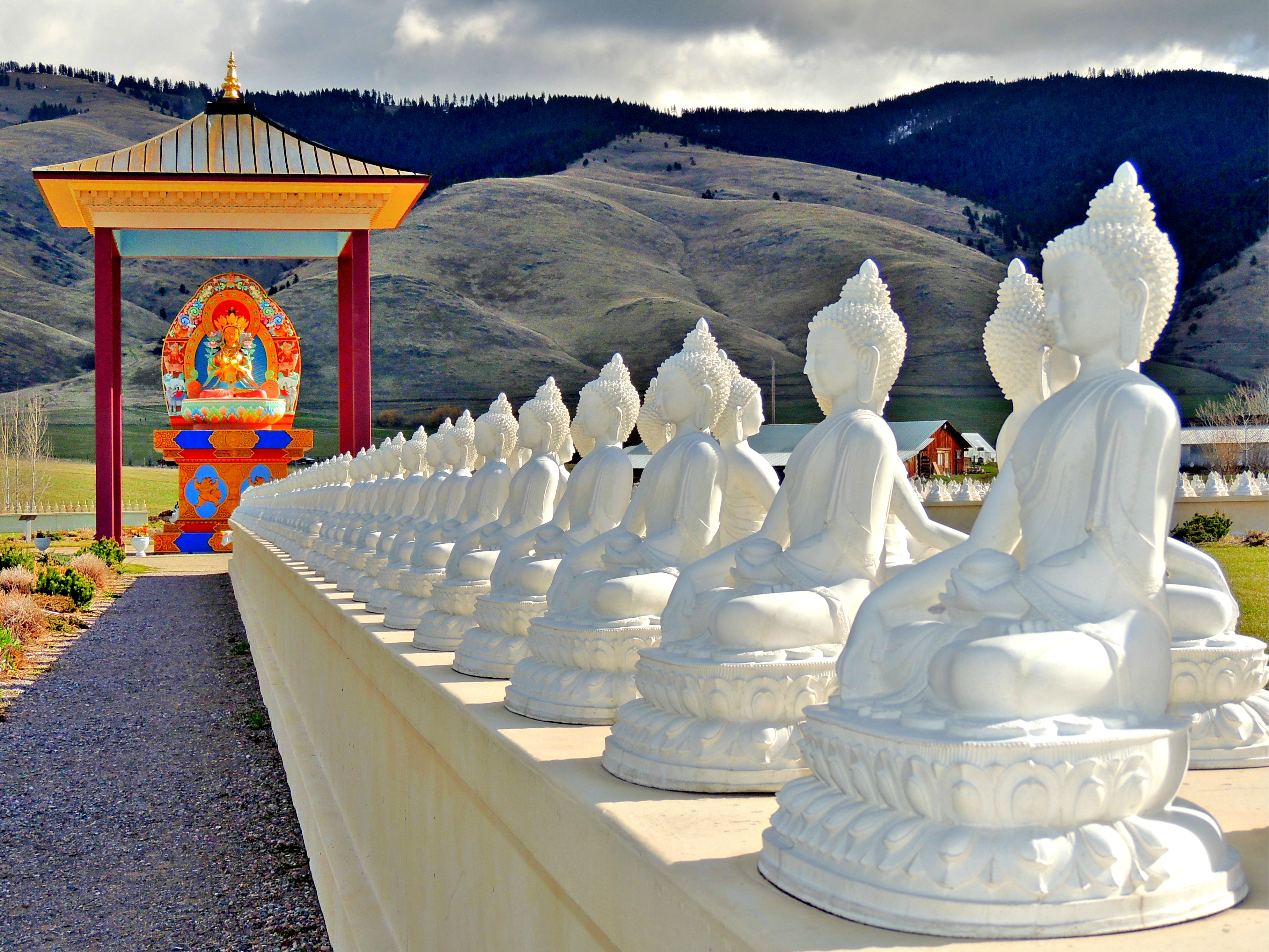 The garden of one thousand buddhas inland 360 Garden of one thousand buddhas
